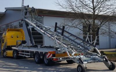 Sattelauflieger Sa 25 mit Hakenlift für RIB-Boote